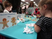 decorate a gingerbread man table CP